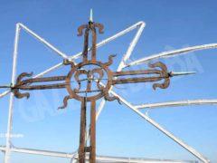 Si lavora sulla punta della torre campanaria 1