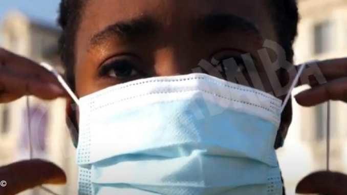 L'atleta Daisy Osakue invita a usare la mascherina