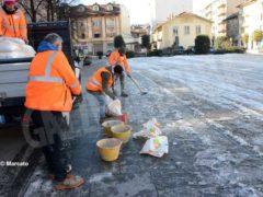 Tolta la spessa patina di ghiaccio nella zona pedonale di piazza San Paolo 1