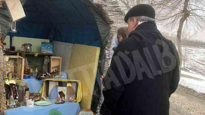 Il vescovo di Alba in visita alla strada dei presepi a Scaparoni 1