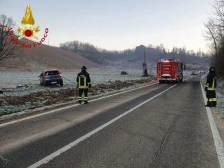 Auto fuori strada a Castagnole Monferrato: lievi ferite per il conducente