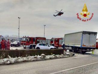 Morozzo: auto contro camion, un uomo di 36 anni finisce al Cto