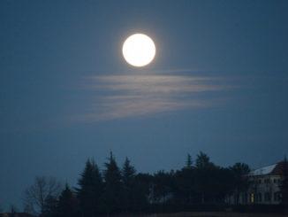 La prima luna piena del 2021: è quella del lupo 1