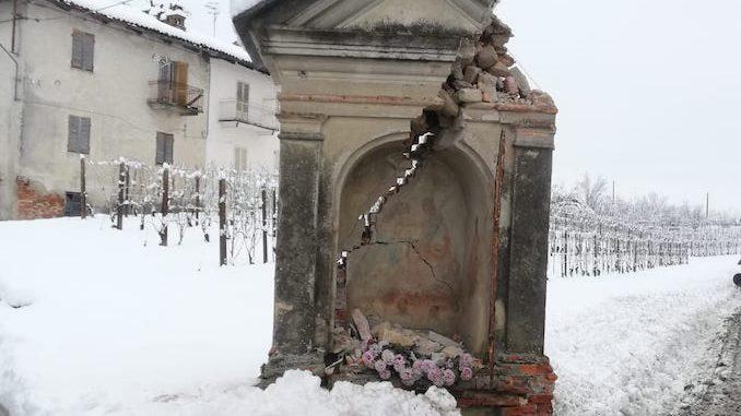 Pilone abbattuto ai Manzoni: il sindaco «aiutateci a capire chi è stato»