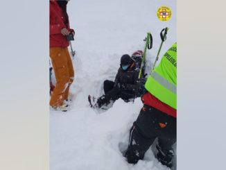 Il Soccorso Alpino e Speleologico Piemontese soccorre una Scialpinista infortunata sul comprensorio di  Sauze d'Oulx