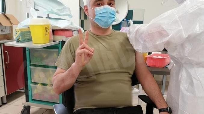 Vaccinato il sindaco di Murazzano: «Spero che nessuno rinunci a questo strumento in grado di salvarci»