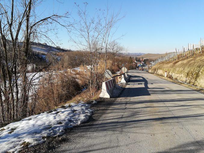 Strada provinciale a Serralunga d'Alba