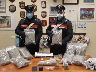 Droga: fermato corriere, 5 chili marijuana trovati in casa