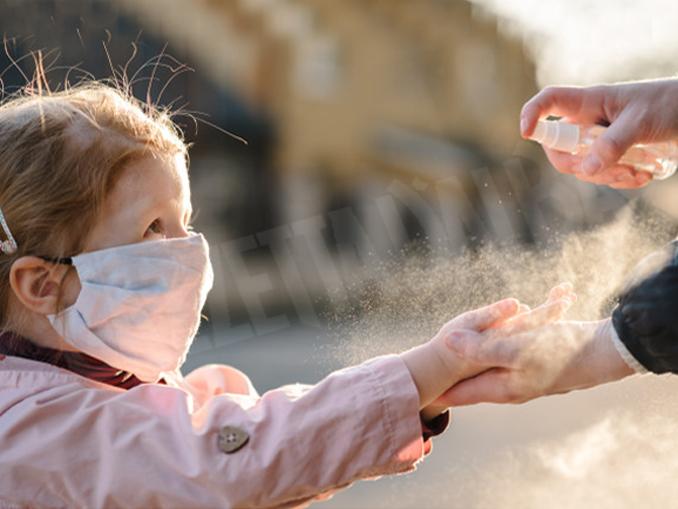 coronavirus-bambina-gel-disinfettante