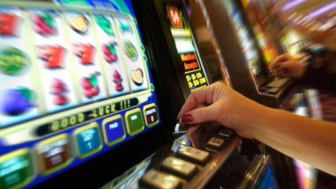 """Azzardo: """"Vite in gioco"""",telefono e sportello aiuto famiglie"""