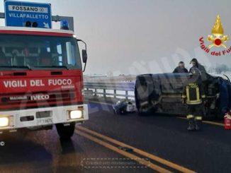 Un ferito lieve nello scontro fra due auto sulla tangenziale di Fossano