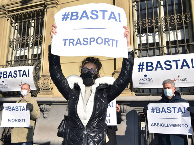 Flash mob in Turin over dramatic economic crisis due to coronavirus emergency