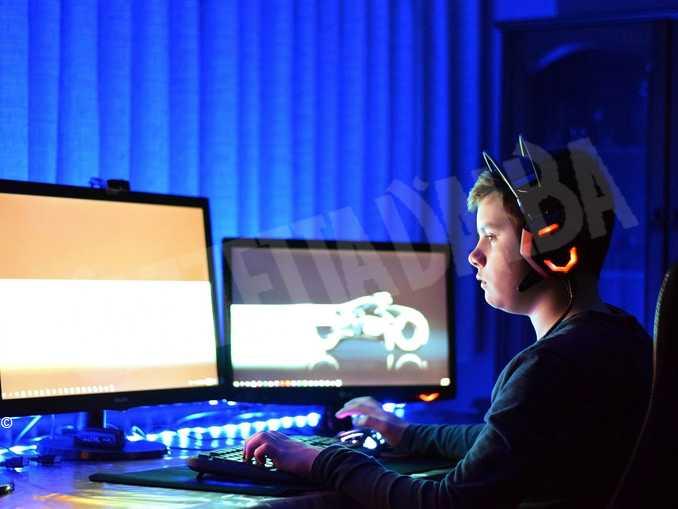 videogiochi computer ragazzo