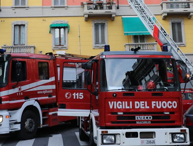 Intervento dei vigili del fuoco per un incendio scoppiato nella