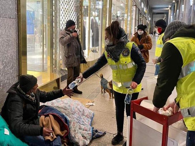 Clochard Torino Fahrenheit 451 in strada per portare aiuto