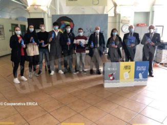 «Save the bottle», Rotary e Lions regalano 5mila borracce  ai ragazzi delle scuole superiori albesi
