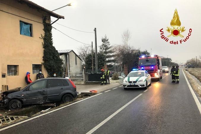 A Beinette cinque auto coinvolte in un incidente