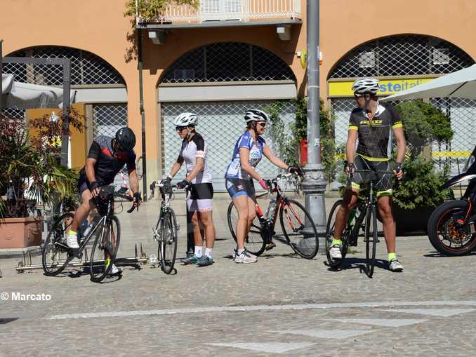 cicloturismo turisti langhe