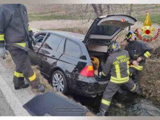 Auto esce di strada a Tarantasca, conducente ferito
