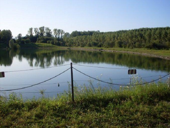 Diciottenne morto mentre pescava in un laghetto, colto da un malore