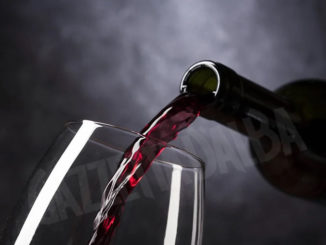La Commissione Europea assimila il consumo consapevole del vino all'abuso di superalcolici