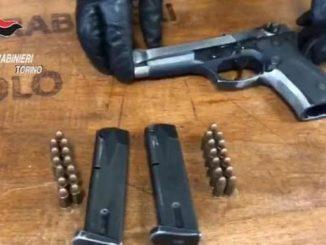Giovani con pistole in auto arrestati nel Pinerolese
