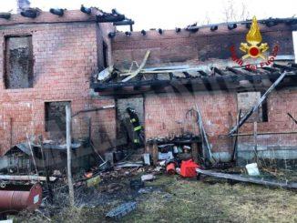 Un incendio distrugge cascina a Chiusa Pesio: salvati i residenti e i cani
