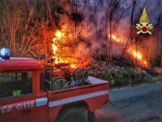 Incendio boschivo in località Lungaserra nel comune di Barge