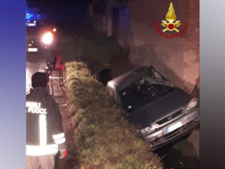 Incidente stradale a Scarnafigi, auto fuori strada in un fosso