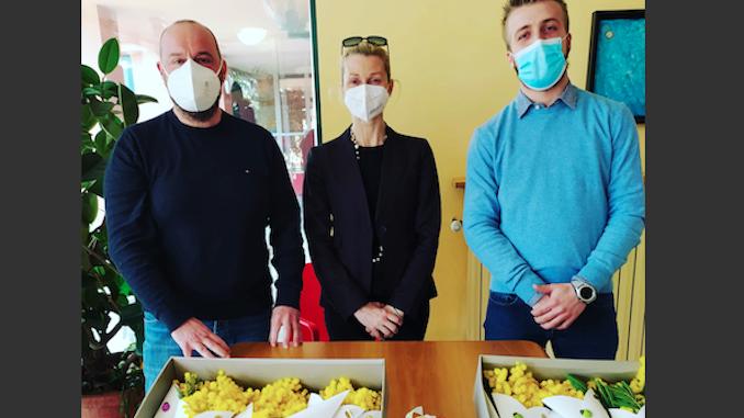 Il Comune di Santo Stefano Belbo ha portato le mimose alle ospiti della casa di riposo