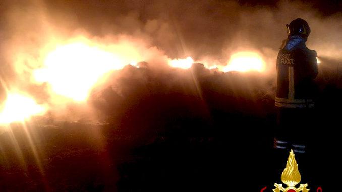 Domato incendio sterpaglie nel comune di Neive