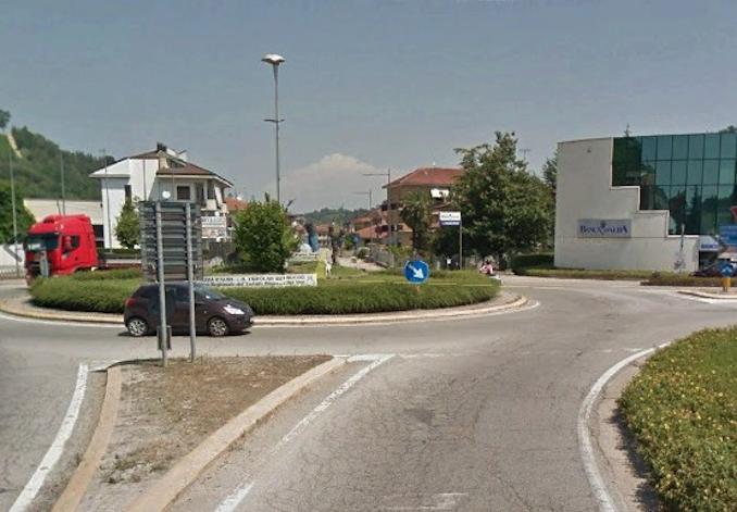 Nuovi asfalti alla rotatoria in località Borbore di Vezza d'Alba 1