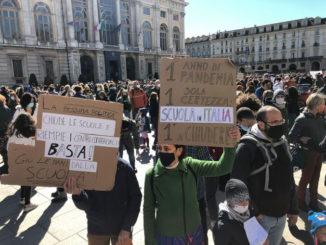 «Giù le mani dalla scuola» , a Torino la protesta torna in piazza