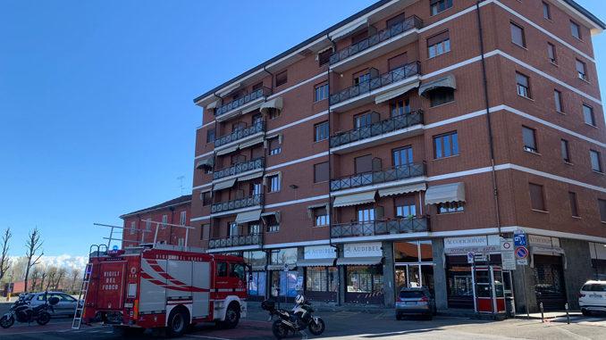 Alba: si stacca l'intonaco da un cornicione in piazza Cagnasso, nessun ferito 6