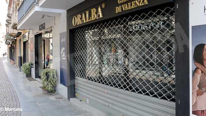 Zona rossa ad Alba: nel cuore della città fra i negozi e le limitazioni