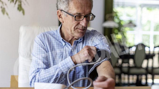 Boom di strumenti autocontrollo nelle case, scoppia l'ipocondria fra gli anziani