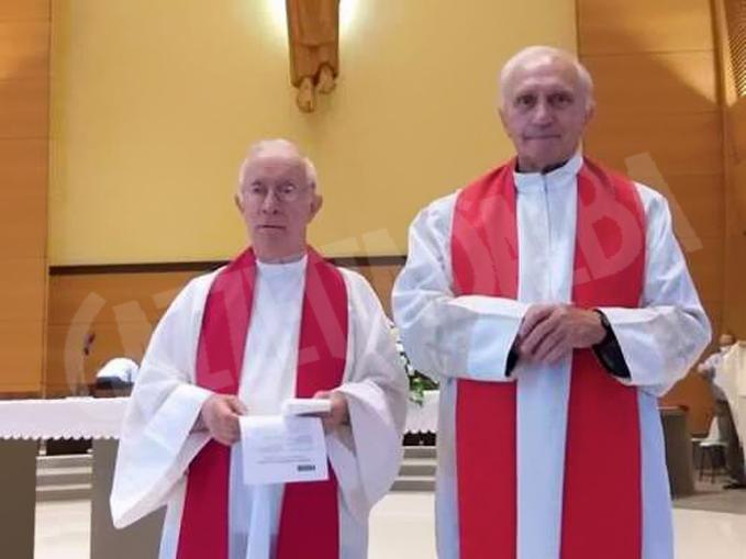 don Piero Dalbesio (a sinistra) 51 anni di Messa e a destra don Sebastiano Bergerone 61 anni di Messa