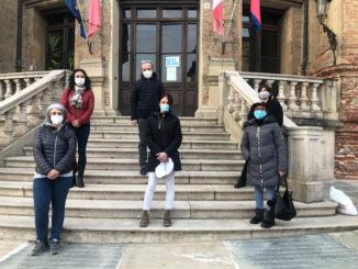 Bra, oggi flash mob per la scuola: genitori e ragazzi in piazza contro la didattica a distanza 1