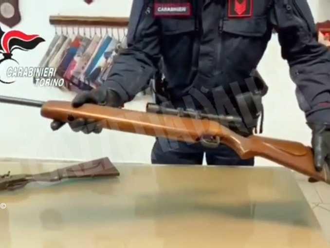 Arsenale in un casale: i Carabinieri arrestano padre e figlio a Caselle