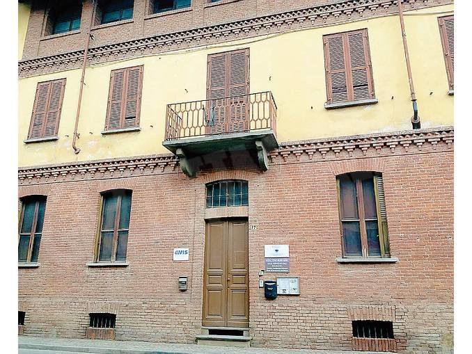 Sommariva Bosco: un museo del miele nell'ex casa del Fascio?