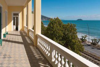 La casa dalle cui stanze si sente il rumore del mare: una narrazione di speranza sociale 1