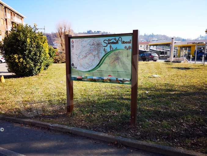 Cartello Sentieri Albesi Piazza Grassi