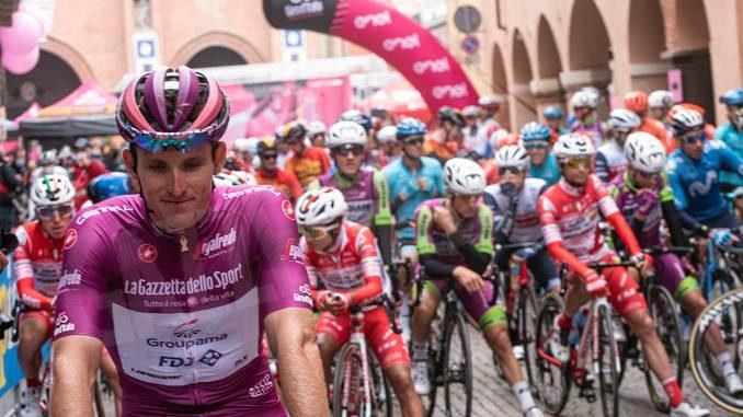 Vuelta valenciana: arrivo in volata con Rosa nel gruppo dei migliori