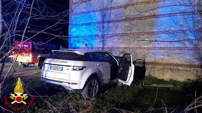 Centallo: si schianta con l'auto contro un muro e muore