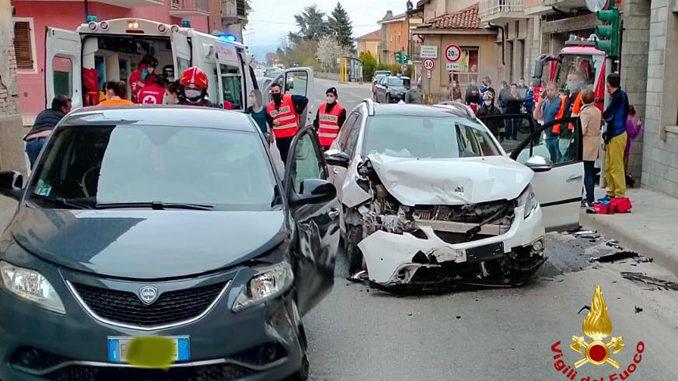 Scontro violento tra due auto a Rocca de Baldi