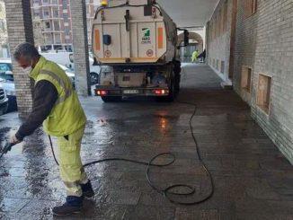 Alba: idropulitrici al lavoro per lavare alcune aree della città 1