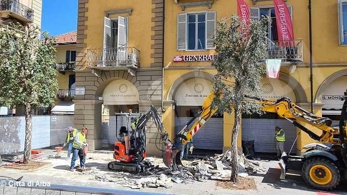 Iniziati i lavori sulla pavimentazione di piazza Michele Ferrero 1