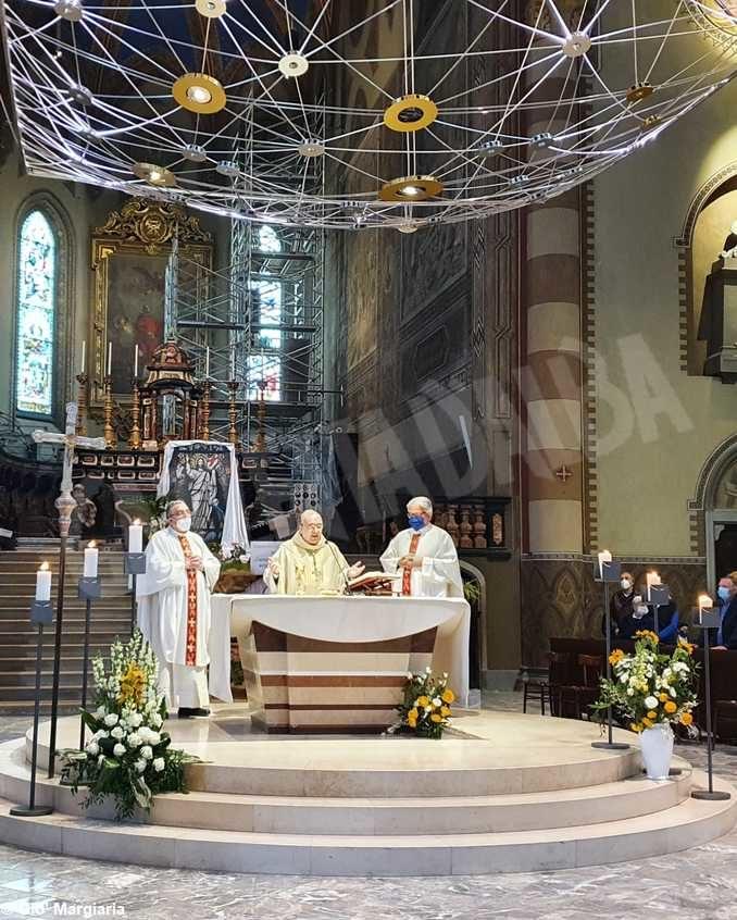 La Messa di Pasqua presieduta dal vescovo Marco Brunetti 1