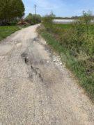 Nelle campagne tra Bra e Pollenzo buche e rifiuti la fanno da padroni 4
