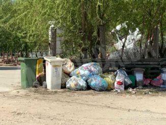 Nelle campagne tra Bra e Pollenzo buche e rifiuti la fanno da padroni 12